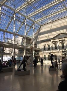 Salão do Metropolitan Museum of Art. Na entrada você paga uma suggested admission.